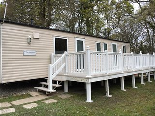 8 berth Static caravan with private decking - Porchfield vacation rentals