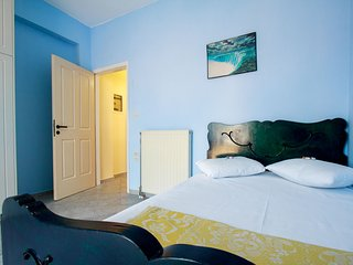 Comfy 2BR near City and Sea - with parking & WiFi - Kounoupidiana vacation rentals