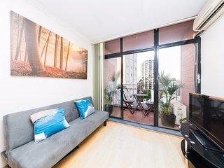 Cozy Sunlit Studio - Sydney vacation rentals