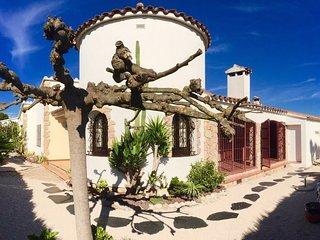 Wunderschöne und ruhig gelegene Ferienvilla direkt an der Costa Brava Nähe La Es - Viladamat vacation rentals