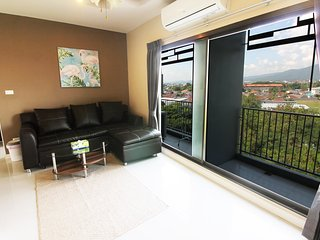 Top floor Two-Bedroom v/ Mountain View (Pool/Gym) - Chiang Mai vacation rentals
