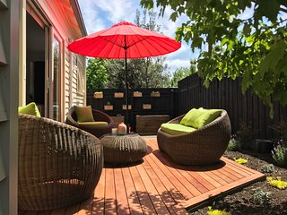 Mid century townhouse in the centre of Healesville! - Healesville vacation rentals