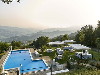 Private Villa with pool for 10 person - Carpineti vacation rentals