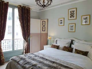 Romantic Condo with Washing Machine and Television - 1st Arrondissement Louvre vacation rentals
