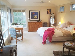 Visit City or Country from a Luxury Private Room - Melbourne vacation rentals