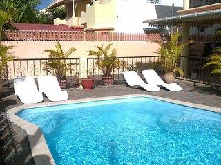 Appartement rez de piscine 2 chambres 2 salles de bain avec terrasse - Mont Choisy vacation rentals