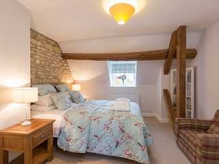 Sleeps 4, Greystones Cottage, Cotswolds - Cold Aston vacation rentals