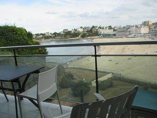 Beau studio de 32 m2 avec balcon de 15 m2 vue mer (507) - Dinard vacation rentals