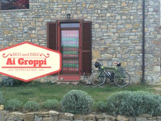 Bed & Bike Ai Groppi -weekend in bicicletta vicino al Castello di Gropparello - Gropparello vacation rentals