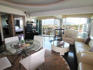2 bed luxus condo nice view over Chiang Mai city - Chiang Mai vacation rentals