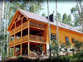 Mountain Retreat w/ 8 bed Lodge + 3 cabins, pavilion, & lake - Monticello vacation rentals