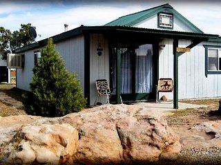 2 bedroom Cabin w/ full kitchen, bath, dining room! - Blanding vacation rentals