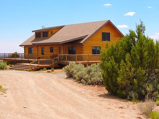 Majestic 3 Bedroom Cabin/Home w/ stunning views! Sleeps up to 10 - Blanding vacation rentals