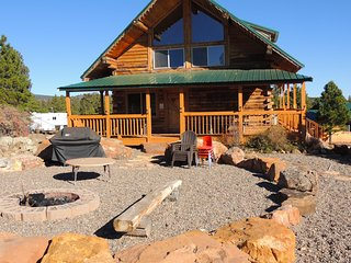 3 bed. 2.5 bath Cabin with spacious loft - sleeps up to 12 - Monticello vacation rentals