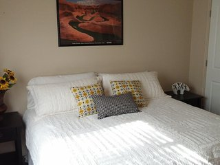 Attractive 4 Bedroom Condo, Close to everything! Sleeps up to 8. - Blanding vacation rentals