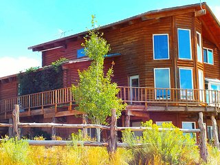 Majestic 4 Bedroom Cabin w/stunning views! Sleeps up to 10 - Blanding vacation rentals