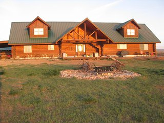 4+ Bedrooms, 4 Bath Cabin with Spacious Loft - Sleeps up to 15 - Monticello vacation rentals
