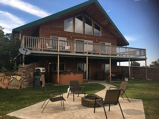 5 Bedroom  3 Bath Lodge with Spacious Loft - Sleeps up to 15 - Monticello vacation rentals