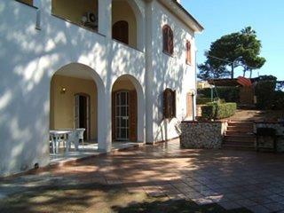 Villa Nettuno a 20 metri dal mare - Fontane Bianche vacation rentals