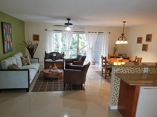 Espectacular Apartment for rent near to the beach and shopping. +55 comunity - Hallandale vacation rentals