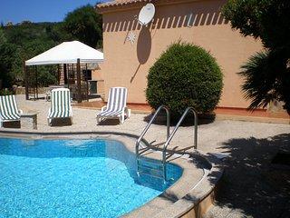 Villa con piscina immersa nel verde ampie zone esterne. - Conca Verde vacation rentals