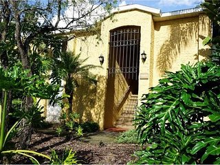 3BR 2BTH 1350sqft Condo 15 Minutes From Beaches - Sarasota vacation rentals