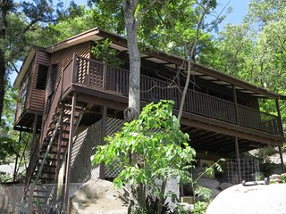 Cozy Nelly Bay vacation House with A/C - Nelly Bay vacation rentals