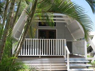 Bright 1 bedroom Condo in Picnic Bay - Picnic Bay vacation rentals