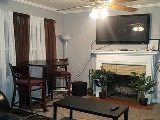 2 Bedroom 2 Bath Spacious 10 Minutes from the Airport - Atlanta vacation rentals
