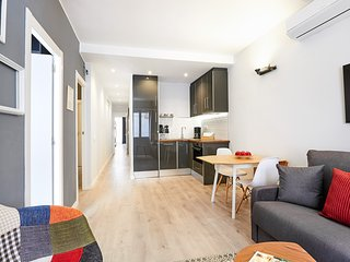 Urban District - MA31 Apartment with terrace (2BR) 2B - MID TERM RENTALS - Barcelona vacation rentals