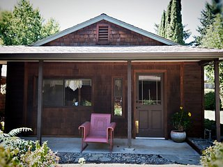 Romantic 1 bedroom Guest house in Grants Pass with Trampoline - Grants Pass vacation rentals