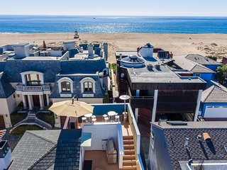 High End Luxury 4 Bedroom - 1 Block to the Beach - Balboa Island vacation rentals