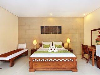 Cozy Villa 5 Bedroom with Private Pool - Legian vacation rentals