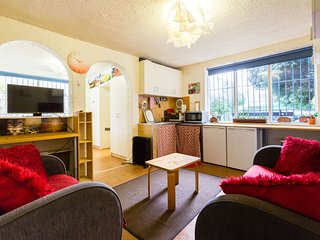 Comfortable 1 bedroom Apartment in Fitzroy with Internet Access - Fitzroy vacation rentals