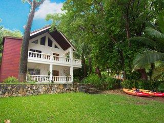 Yellow Flower House Upper - Roatan vacation rentals