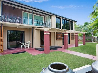 Large Family Home - 10 Warrigal Street - Bribie Island vacation rentals