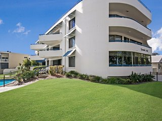 Cozy 2 bedroom Bribie Island Condo with Balcony - Bribie Island vacation rentals