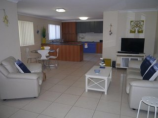 Airconditioned - 3rd floor - great views! 6/52 Boyd St - Bribie Island vacation rentals