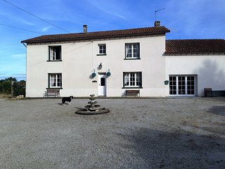 Chateau Chiens, dog friendly cottage in Vienne - Chateau-Garnier vacation rentals