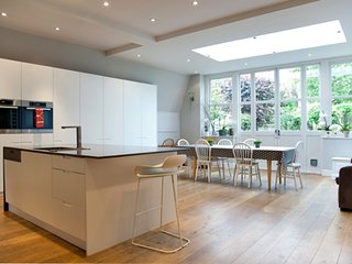 5 bedroom House with Internet Access in London - London vacation rentals