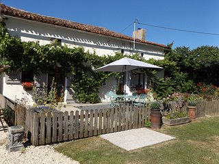 Nice 4 bedroom Cottage in Charroux - Charroux vacation rentals