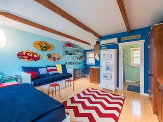 PECKK - Cute In-town Efficieny Located at Causeway Harboview Complex, Association Pool, Walk to Town and Ferry. - Vineyard Haven vacation rentals