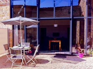 Gite Regrunel - La Petite Grange - 2 bedroom, 2 bathroom luxury barn conversion - Fumel vacation rentals