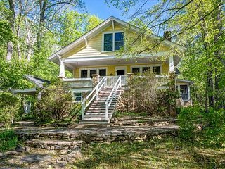 Charming 4 bedroom House in Montreat with Deck - Montreat vacation rentals