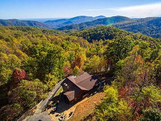 Perfect 3 bedroom Old Fort Cabin with Deck - Old Fort vacation rentals