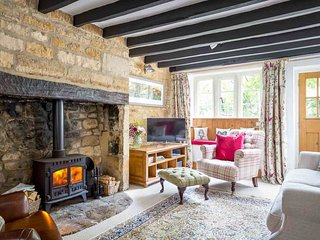 Primrose Cottage is a charming Cotswold stone cottage, alongside a brook - Blockley vacation rentals
