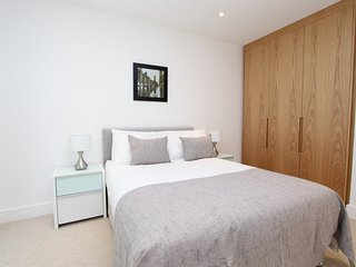 2 Double bed apartment in Brand New Development E16 - London vacation rentals