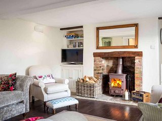 Friesland Cottage is a lovely Cotswold stone cottage, dating back to the 1700s - Swinbrook vacation rentals