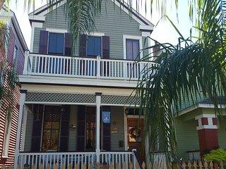 3 BR, 2.5 BA, Historic Home, Sleeps 7, Wi-Fi, Netflix On-Demand - Galveston vacation rentals