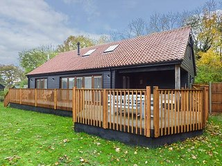 BLUEBELL BARN luxurious, en-suite, underfloor heating, woodburner, WiFi in - Dereham vacation rentals